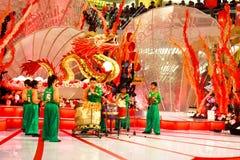 Prestazione del tamburo per celebrare nuovo anno cinese Fotografia Stock Libera da Diritti