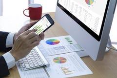 Prestazione di affari e analisi dei rischi di investimento immagini stock
