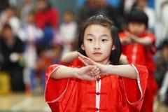 Prestazione di kongfu del bambino Fotografia Stock
