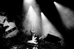 Prestazione di rivelazione (duo inglese di musica elettronica) al festival 2014 del suono di Heineken Primavera Immagini Stock Libere da Diritti