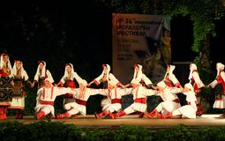 Prestazione macedone Varna Bulgaria della fase dell'insieme di ballo di folclore Immagini Stock Libere da Diritti