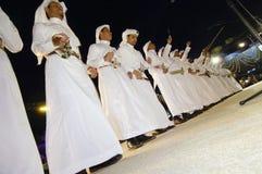 Prestazione saudita di folclore in Al-Masmak sul celebrati fotografia stock