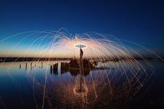 Prestazione stupefacente del fireshow Fotografie Stock
