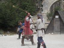 Prestazione teatrale di battaglia medievale in Les Baux-de-Provenza, Francia Fotografie Stock Libere da Diritti