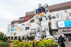 Prestazioni a grandezza naturale di Gundam RX78 alla plaza di DiverCity Tokyo Fotografia Stock