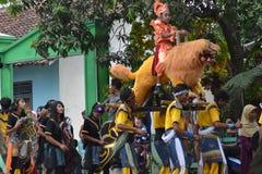 Prestazioni tradizionali per i bambini durante gli eventi speciali Fotografia Stock Libera da Diritti