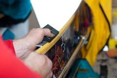 Preste serviços de manutenção ao snowboard imagem de stock