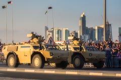Presteer van militaire en burgerlijke voertuigen op Nationale de Dagparade Doha, Qatar van Qatar royalty-vrije stock afbeeldingen
