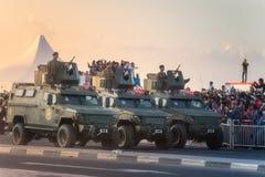 Presteer van militaire en burgerlijke voertuigen op Nationale de Dagparade Doha, Qatar van Qatar stock afbeeldingen
