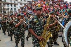 Presteren de Nepali militaire musici in Indra Jatra in Katmandu, N Royalty-vrije Stock Foto's
