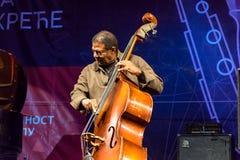 Presteren van Buster Williams van de jazzbassist levend in Nisville Jazz Festival, 11 Augustus 2016 Royalty-vrije Stock Afbeeldingen