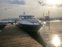 Prestige 500 s-Jacht bij de Kreek Marina North Vancouver, BC stock afbeelding