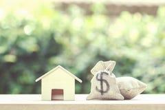 Prestito immobiliare, ipoteche, debito, soldi di risparmio per il concep d'acquisto della casa fotografie stock