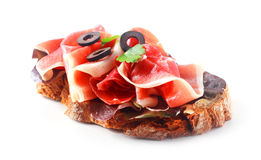 presunto bávaro Seco-curado no pão de centeio imagens de stock