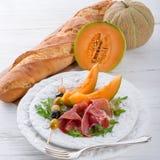 Presunto com melão e azeitonas Fotografia de Stock Royalty Free