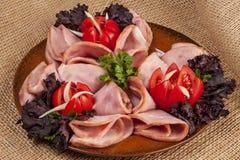 Presunto com tomates e salada Imagens de Stock