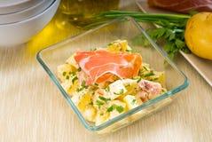 Presunto de Parma e salada de batata fotos de stock