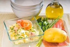 Presunto de Parma e salada de batata imagens de stock royalty free