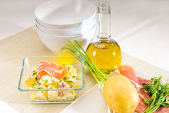 Presunto de Parma e salada de batata fotografia de stock royalty free