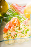 Presunto de Parma e salada de batata foto de stock royalty free