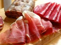Presunto e salami italianos Fotos de Stock