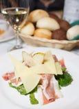 Presunto, pera e queijo do prosciutto do wirh da salada Foto de Stock