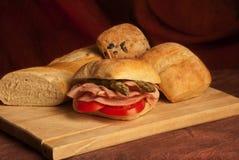 Presunto, tomate, sanduíche do aspargo Fotos de Stock Royalty Free