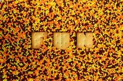 Pret Het woord van de eetbare brieven ligt op het verglaasde poeder Stock Afbeeldingen
