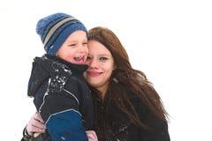 Pret met mamma in de sneeuw royalty-vrije stock foto's