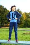 Preteen hansome jongen in jeans en jasje Stock Foto's