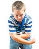 Preteenpojke som böjer hans muskler som visar styrka Royaltyfria Bilder