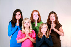 Preteens di preghiera Fotografia Stock Libera da Diritti
