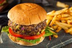 Preto caseiro Bean Burger do cogumelo de Portabello do vegetariano Imagens de Stock