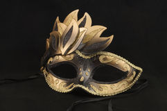 Preto e máscara do disfarce do salão de baile do ouro Imagens de Stock