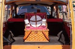 Preto Morris Minor Traveller 1967 arborizado Imagens de Stock Royalty Free