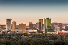 Pretoria Tshwane, África do Sul - 17 de abril de 2016 Ideia do nascer do sol da skyline do centro da cidade fotos de stock