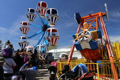 Pretpark met Ballonbeklimming Royalty-vrije Stock Afbeeldingen