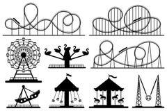 Pretparksilhouet Achtbaan, feestelijke Carnaval-carrousel en geplaatste de vectorsilhouetten van het ferriswiel vector illustratie