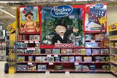 Pretspelen in dozen voor verkoop in een stuk speelgoed opslag stock foto's