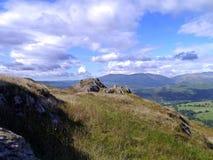 Prettige scène met mening over typische Engelse heuvel Royalty-vrije Stock Afbeeldingen