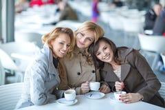 Prettige vergadering in de koffiewinkel Royalty-vrije Stock Afbeelding