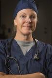 Prettige Vrouwelijke Arts of Verpleegster Portrait Stock Foto's