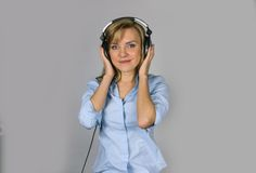 Prettty young blond woman sing in microphone Stock Photos