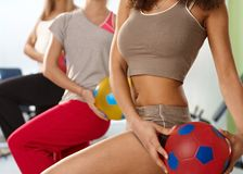 Pretty athletic bodies exercising at the gym Royalty Free Stock Photos