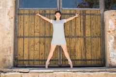Pretty ballet dancer standing en pointe Stock Images
