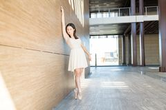 Free Pretty Ballet Dancer Tiptoe Pose By Wall Stock Photos - 163670883
