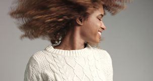 Pretty black girl with big hair posing video Royalty Free Stock Photos