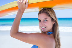 Pretty blonde woman holding surf board Stock Photography