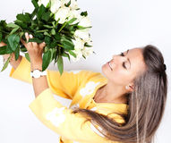 Pretty brunet woman holding bunch of roses Royalty Free Stock Images