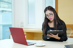 Pretty business lady working at desk Royalty Free Stock Photography